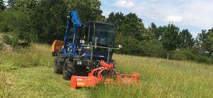 Grünflächenpflege mit Flächenmulcher