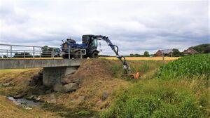 Grünflächenpflege mit Auslegemulcher