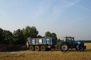 Universalstreuer 18m³ beim Kompost streuen