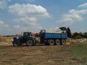 Bodentransport mit Tridem-Erdmulde