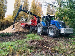 Holz häckseln mit Fendt 939 und Eschlboeck Biber 92 ZK